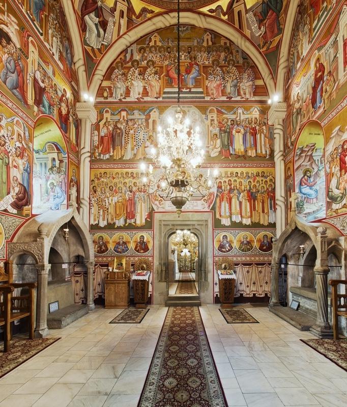 Celkový pohled na výmalbu chrámu kláštera Putna